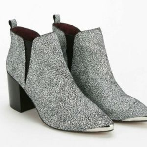 Report Signature Toby white cracket pointed bootie